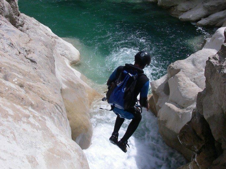 Canyoning pour groupe de jeunes en pension complète aux Blacouas