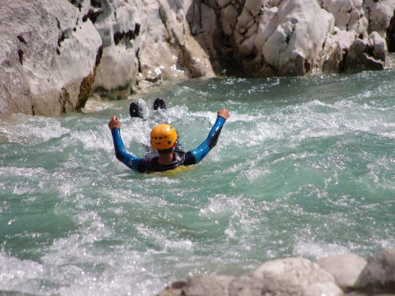 Aqua rando pour groupe de jeunes séjournant aux Blacouas
