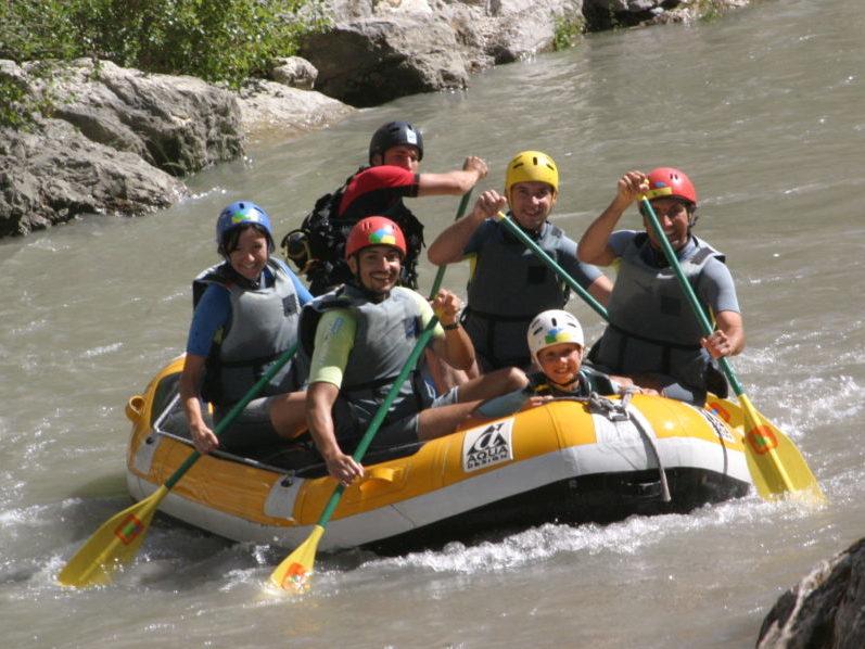 Rafting pour groupes de jeunes séjournant en pension complète aux Blacouas